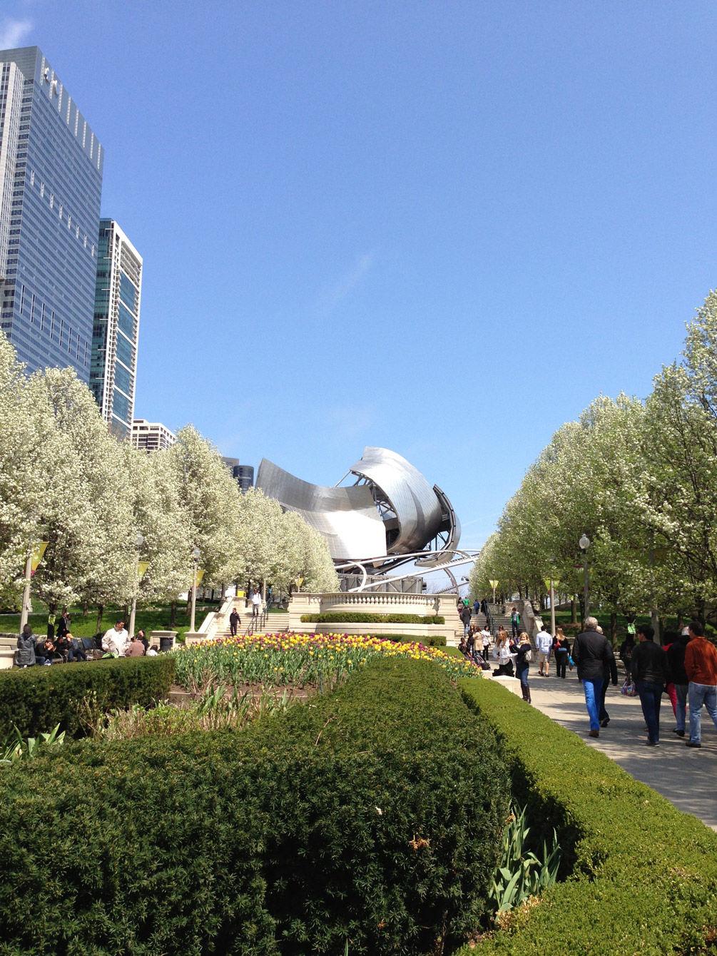 The entrance to Millenium Park.