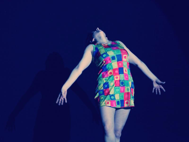 A corpo libero. Dancer: Silvia Gribaudi. Photo: Mirella de Bernardi