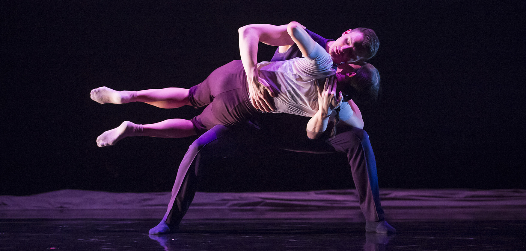 Hubbard Street Dance Chicago dancers Jessica Tong and Jason Hortin in Cloudline. Photo: Todd Rosenberg Photography