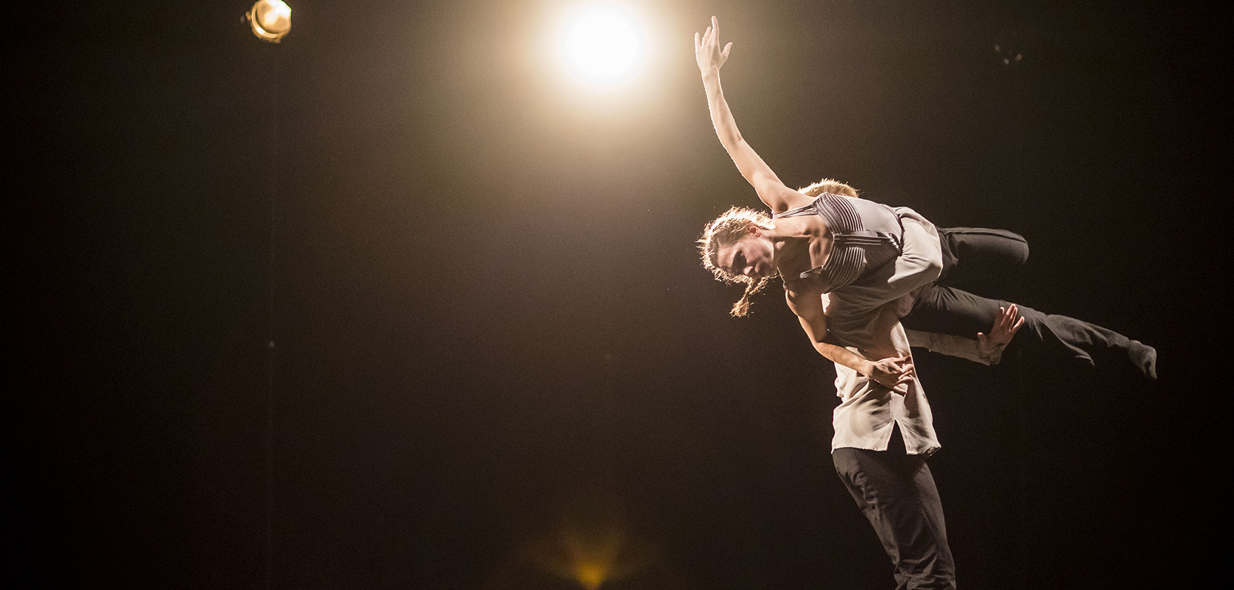 Hubbard Street Dance Chicago dancers Jacqueline Burnett and Elliot Hammans in A Picture of you Falling. Photo: Todd Rosenberg Photography