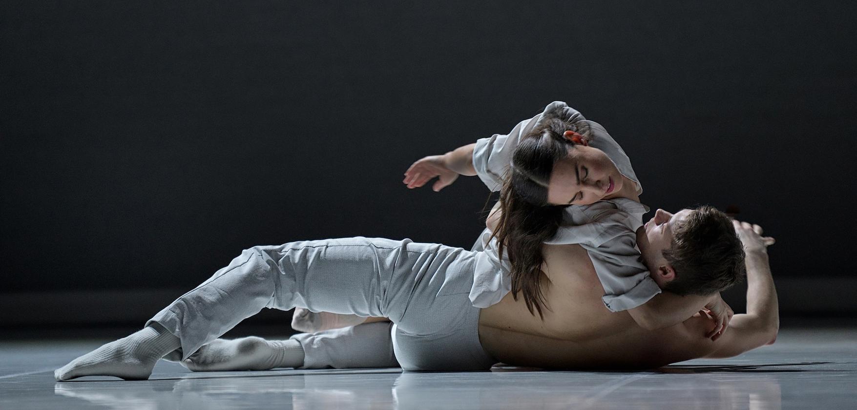 Romeo + Juliet by Ballet BC. Dancers: Kirsten Wicklund and Dex van ter Meij. Photo: Michael Slobodian