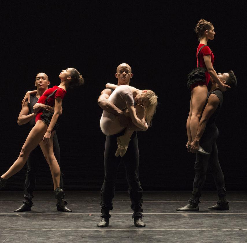 Danca Sinfonica by Grupo Corpo. Photo: Jose Luiz Pederneiras