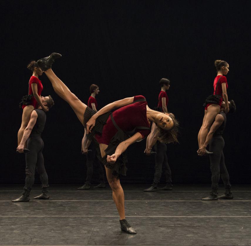 Grupo Corpo in Danca Sinfonica. Photo by Jose Luiz Pederneiras
